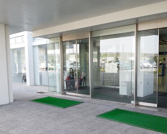 豊崎・沖縄県警察運転免許センター エントランス