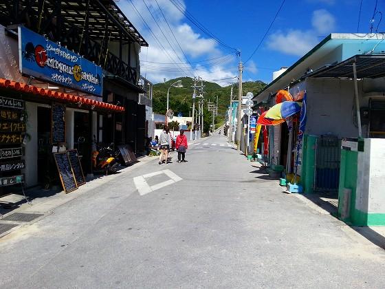 ビーチ前のストリート
